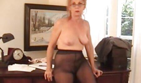 Giovane bionda tette enormi xxx con capezzoli rosa si occupa di masturbazione Femminile Con Dildo