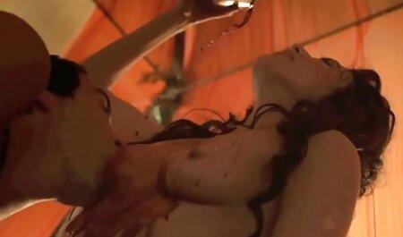 Kick-ass video tette grosse naturali ninfomane mostra le sue tette e poi il culo-close-up