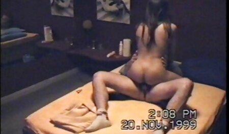 Chica in lingerie stimolante si occupa film porno mature tettone di групповушкой con due uomini