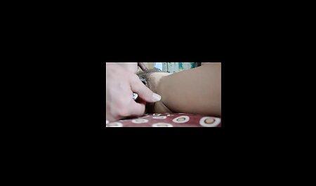 Una giovane ragazza sta filmando la video gratis grandi tette biancheria intima Durante lo Striptease e захается Con Due uomini