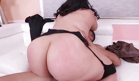 La donna con il culo grosso flirta davanti alla telecamera sotto la doccia e mostra fascino video tette gratis In solitaria
