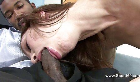Donna con i capelli corti prende un pompino profondo prima del sesso film porno gratis con tettone amatoriale fotocamera