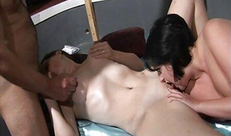 Bruna in una gonna corta fa il pompino gola prima tette grandi video gratis del sesso con un grosso cazzo