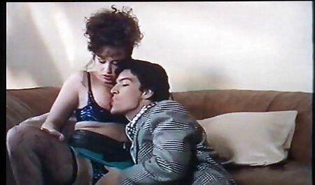 La donna voluttuosa succhia avidamente il cazzo rosa davanti alla telecamera tette enormi video gratis amatoriale