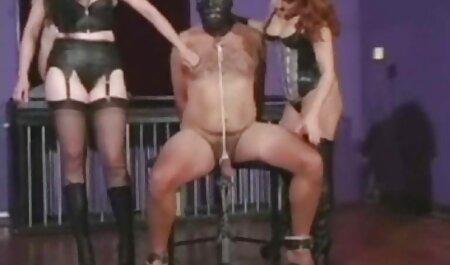 Giovani lesbiche in olio sesso con masturbazione femminile dopo tettone film porno il massaggio