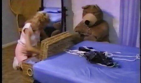 Slim Ceca ragazzo ha dato fessura leccare e scopata a un film porno di tettone punto