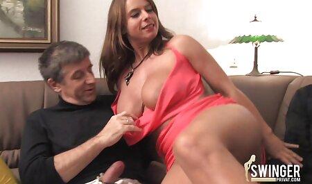 Киатйская ragazza gioiosamente irrequieta in film porno con tette grosse collant davanti alla webcam