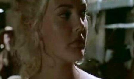Doppia penetrazione in una giovane ragazza da due grandi falli Maschi tette grosse video