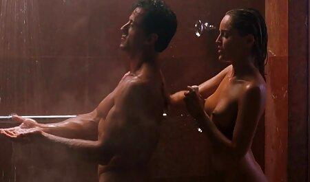 Spogliarellista va video hard tettone nudo tra ragazza potere e chiede il suo membro 。