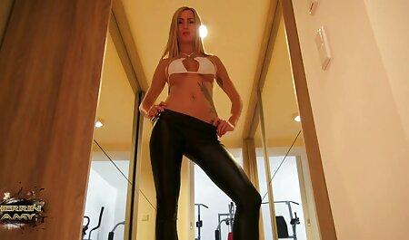 Brunetta con grande tette film porno donne tettone spettacoli intimate charms in anteriore di vebkameroy