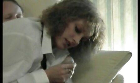 La Russa film porno gratis di tettone Sabrina Moore partecipa al Sesso di gruppo all'estero