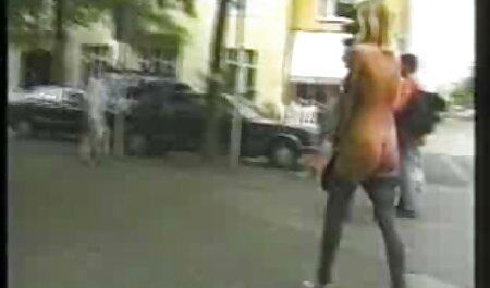 Giovane bionda soffia due film porno mature tettone Cavaliers da indossare abiti e mutandine rosa