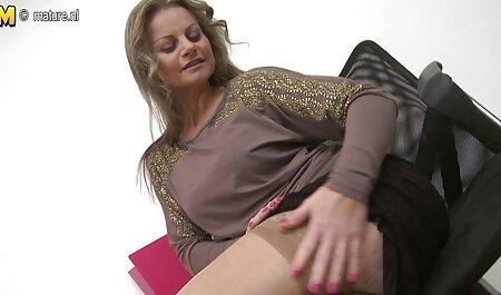 Brunetta con simpatico bottino e mozzicone video nonne tettone перепихнулась in il ufficio con il capo