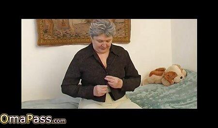 Милфа con un tonico, grande culo scopata sul video porno italiani con tettone divano con un cavalier