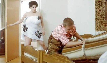 Flirty americano милфа con film tettone un culo grasso in calze ama posare