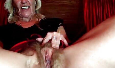 Bruna film porno di tettone Con Grandi Tette Naturali accarezza padrona дойками durante il sesso lesbico