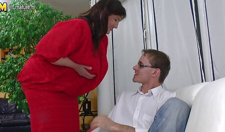 Un uomo belle tette xxx con un lungo membro arrosti giovane bruna anale dopo Kuni