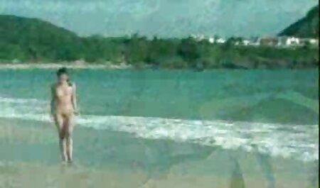 Il marito appena sfornato пялит donna bruna in calze tette nude xxx e abito da sposa sul letto matrimoniale