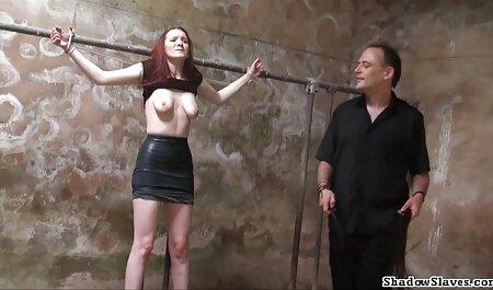 La pelle scura кучеряшка Ariana mira, arrivando come video porno di tettone italiane un prete sostituto, e vuole scopare bene