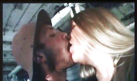 Мамки con grande naturale film porno gratis con tettone tette involved in pubblico lesbica sesso su il strada