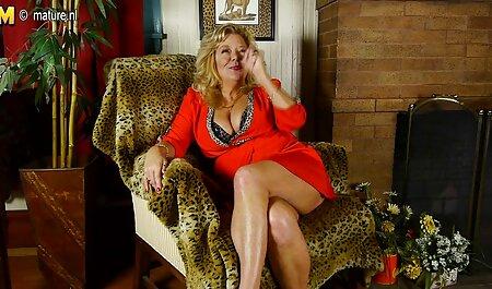 Телочка con cappuccio Peloso è nelle vicinanze del seno nudo film porno mature tettone