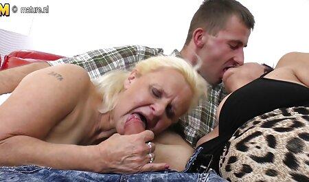 Bruna matura in abito nero si diffonde il video tette grosse gratis suo panino e regola la vagina Fisting