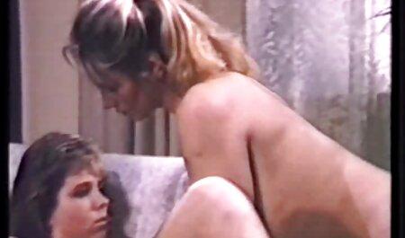 Deepthroating con la saliva della film porno tette enormi bionda Kate Inghilterra