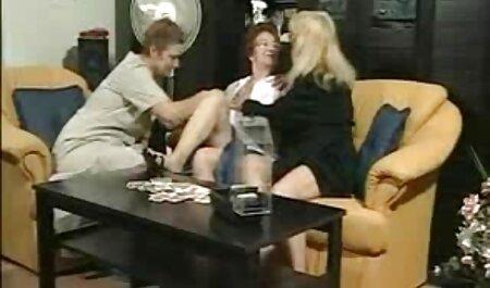 Asiatico ragazza washes in il tub e prende un Kick di clitoral video porno di super tettone Masturbazione