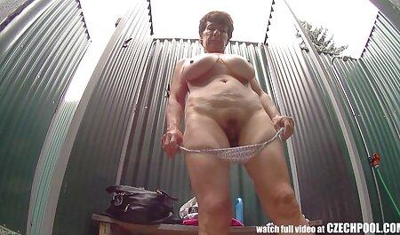Mamma con grandi tette naturali video seni захается con un giovane amante in bagno