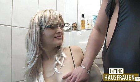 La giovane donna fa pompino uomo accovacciato il culo sul suo viso video di tettone naturali in posizione 69