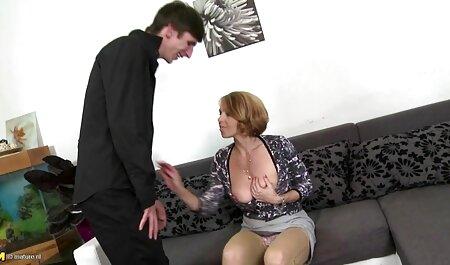 Намасленная modello video porno di tettone italiane Adriana Chechik ha aggressivo еблей con un partner violento