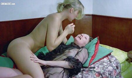 Un uomo con un ragazze tettone video grosso cazzo arrosti ragazza anale dopo 。