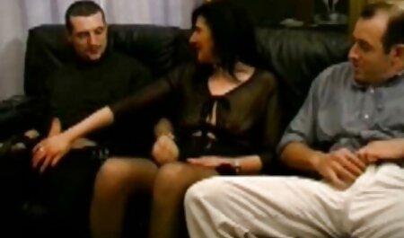 Giovane casalinga in calze si masturba video di tettone naturali con Gara Gara prima del sesso
