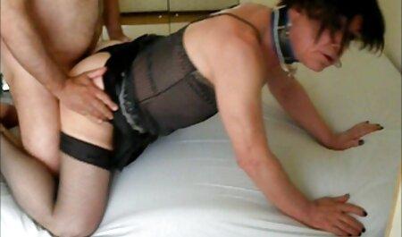 Tizio con татухами sul corpo захает nella vagina matura Borsa in collant, fino a quando non pulisce i video donne tettone pavimenti