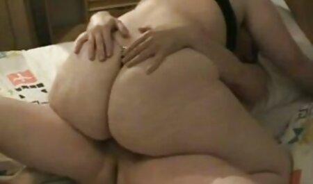 Ebano bambola è soddisfatta, sesso vaginale con donne tettone video un uomo in magazzino