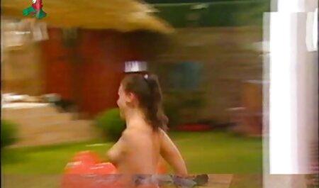 Nudo ragazza con grande tette marche Facesitting video gratis donne tettone fidanzata in un montone cappotto su fabbricazione