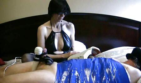 Infermiera bionda scopa brutalmente il suo lungo video hard con tettone Dildo in Webcam