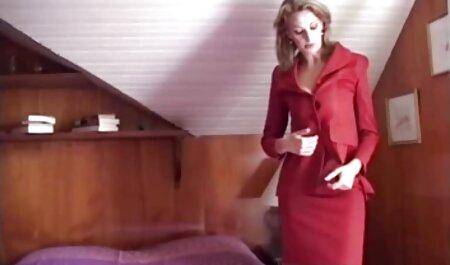 Sesso amatoriale sotto video tettone naturali la musica con la donna in calze