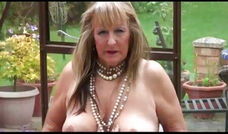 Mamma con grandi video gratis di tettone tette naturali fa pompino prima del sesso sul letto