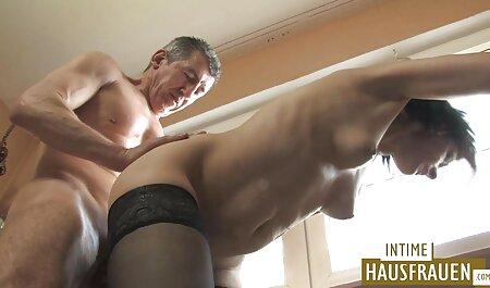 Bruna in calze fa pompino gola gara prima del sesso con un grosso cazzo tettone naturali xxx