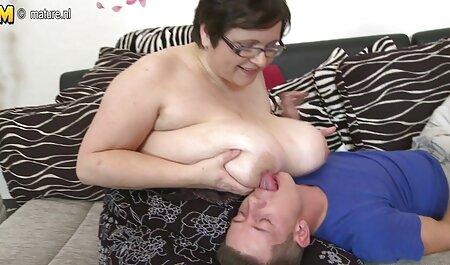 Giocoso giovane donna con il dolce corpo costruisce video porno gratis di tettone gli occhi e voleva cazzo