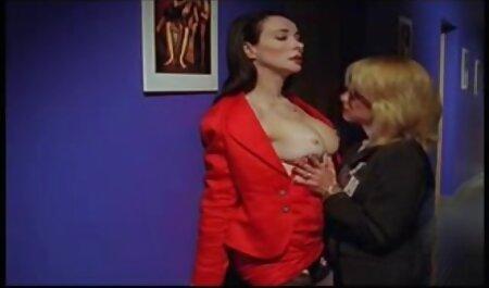 Hot video italiani tettone babe Solo si inserisce in abiti sul letto durante i casting