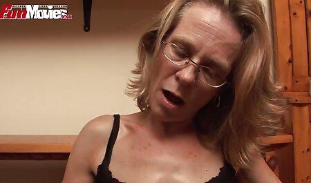 La ragazza fa pompino Partner e porta a raggiungere l'orgasmo davanti alla toilette tette giganti xxx
