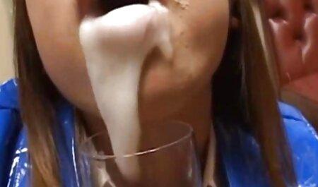 Giovane sottile relieves biancheria intima prima soffiando e cazzo con un filmati tettone grande cazzo