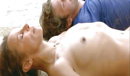 Scuro-pelle giovane signora è off provocando e approfittando video gratis grandi tette di un uomo in il massaggio camera