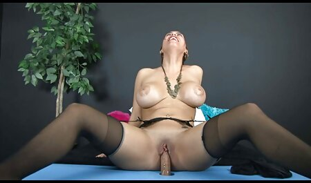 Bionda in Jeans non ha fretta di ascoltare gli amanti e spogliarsi film grandi tette in Webcam